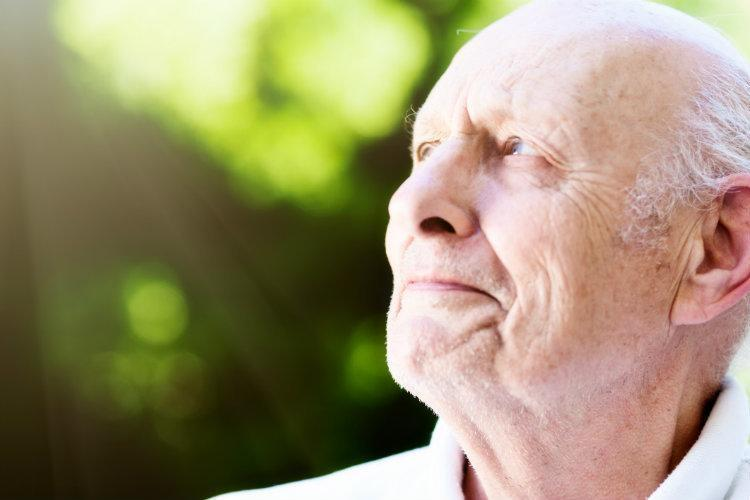 What are the short and long term effects of cataracts?